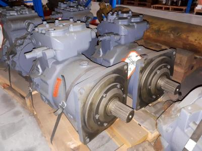 Hitachi 4439384 Swing Drive Motor